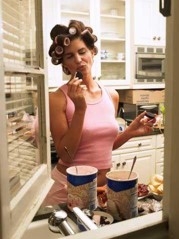 A'lar çoğunluktaysa: Sıkıntıdan yiyen Yeme şekli: Özellikle şekerli yiyecekleri yemeyi tercih ediyorsunuz. Sıkıntılarınızı, stresinizi yemekle bastırıyorsunuz.   Strateji: Daha hafif şeyler yemeyi tercih edin. Örneğin; meyve, yoğurt gibi. Mutlaka çikolata yemek istiyorsanız, sadece bir parça bitter çikolata yiyin.